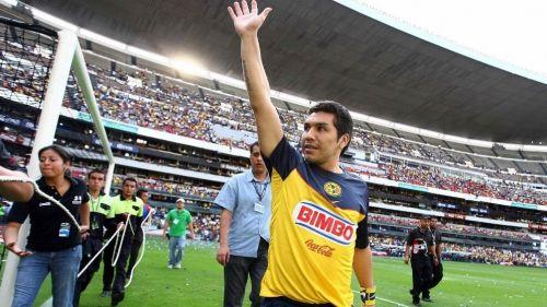 Salvador Cabañas en un evento con América