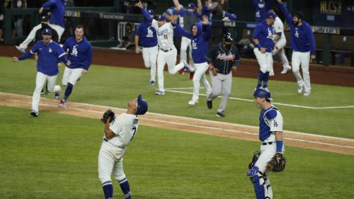 Julio Urias y Víctor González: Pitchers de los Dodgers, con historias de superación