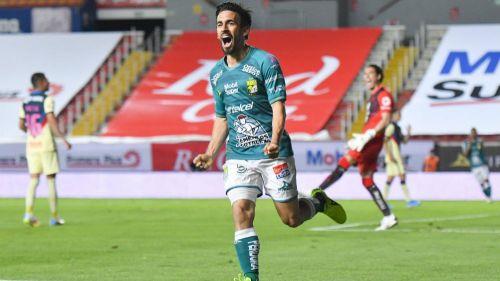 Fernando Navarro en festejo con León