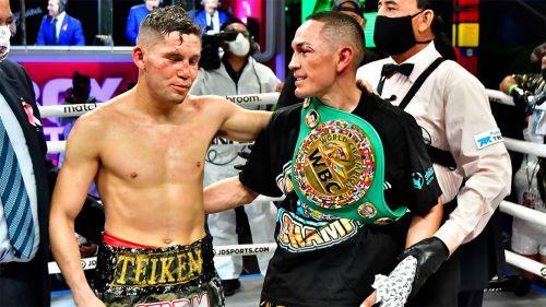 El Gallo Estrada y Carlos Cuadras al término de la pelea