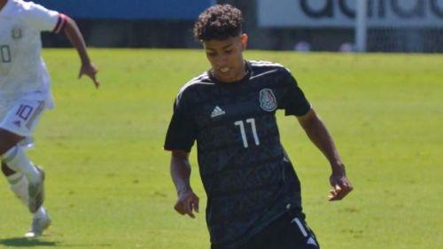 Alejandro Santana en la concentración con la Selección