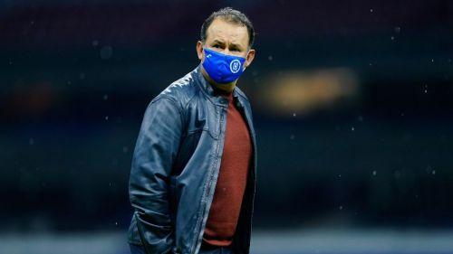 Juan Reynoso en un partido con Cruz Azul