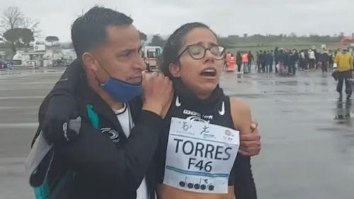 Daniela Torres junto a su entrenador Enrique Hernández