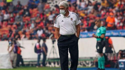 Ricardo Ferretti en el partido ante Atlas