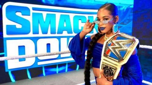 Bianca Belair con el cinturón de Smackdown