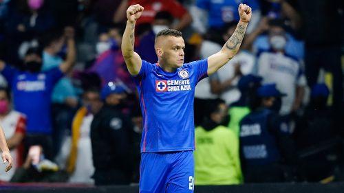 Cabecita festeja un gol del Cruz Azul