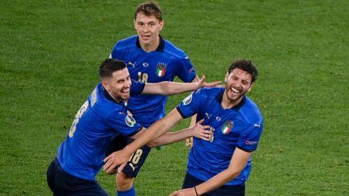 Jugadores italianos festejando un gol a favor