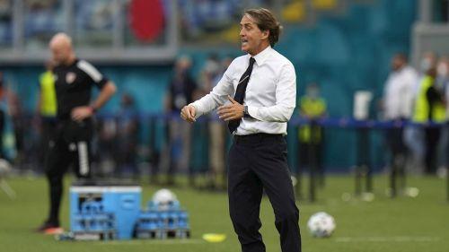 Roberto Mancini en victoria ante Gales