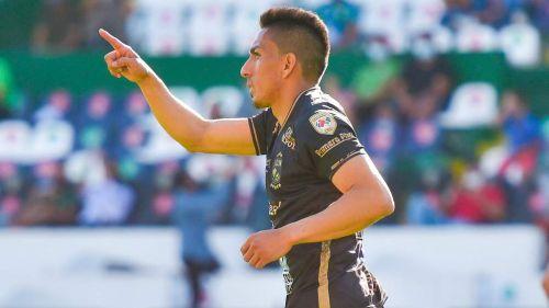 Ángel Mena en festejo de gol