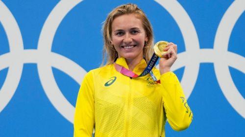 Ariarne Titmus con la medalla de oro