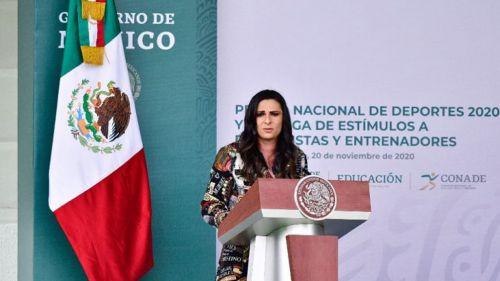 Ana Gabriela Guevara en conferencia