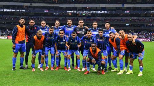 Jugadores de Cruz Azul en el duelo ante Rayados en la Concachampions