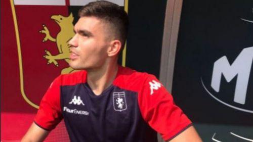 Johan Vásquez en un entrenamiento con el Genoa