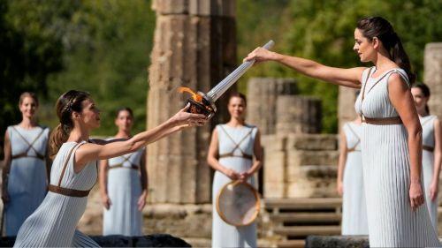La llama olímpica fue encendida en Olimpia