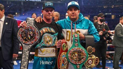 Canelo y Eddy Reynoso tras una pelea en Las Vegas