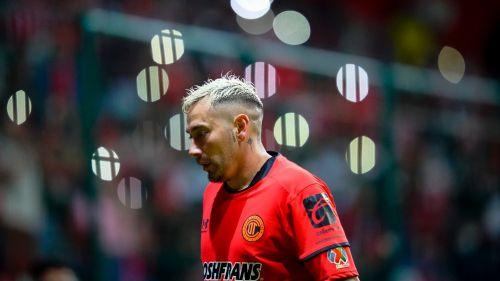 Rubens Sambueza durante un partido con Toluca