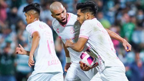 Santos, en festejo de gol