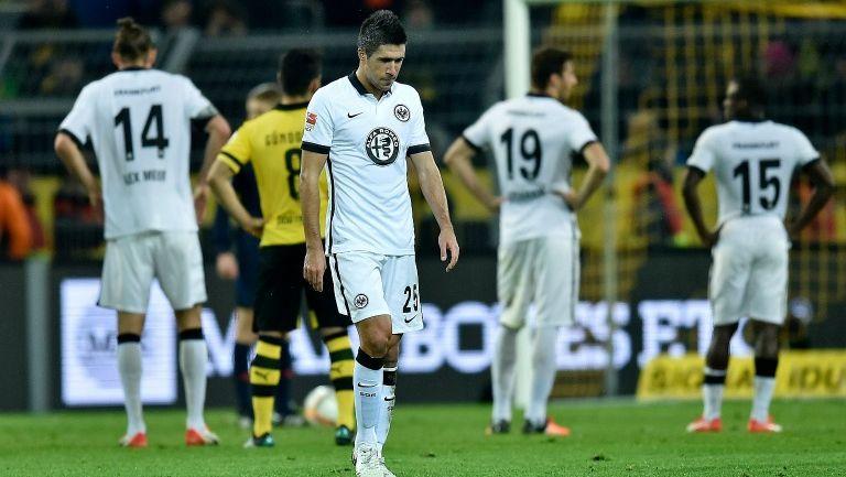 Medojevic se lamenta durante un partido con el Frankfurt