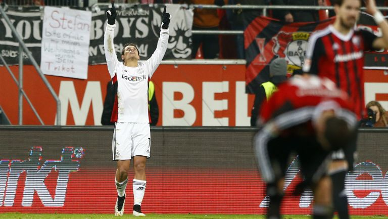Hernández festeja tras marcar con el Bayer