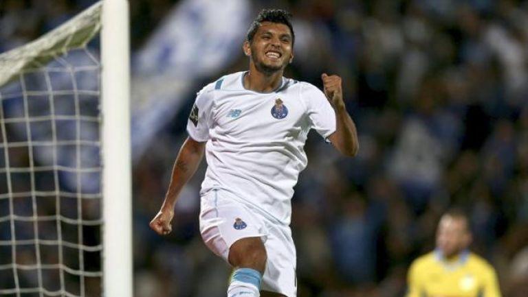 Tecatito celebra un gol con el Porto