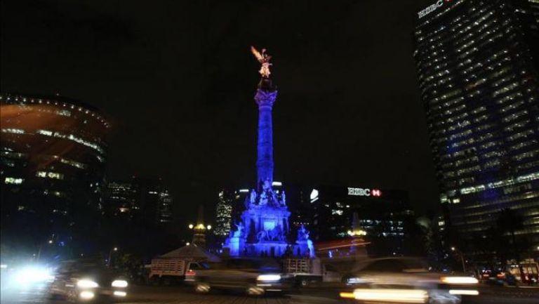 Vista del Monumento a la Independencia durante la noche