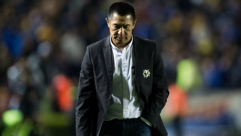 Ignacio Ambriz en el partido contra Tigres