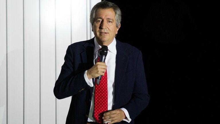 Jorge Vergara da un discurso