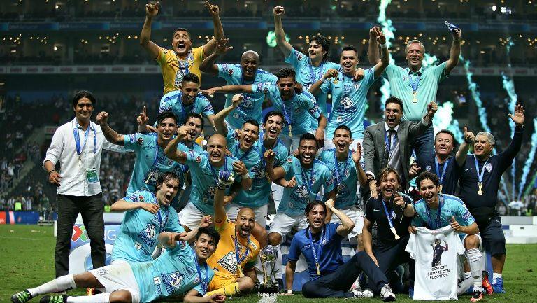 Los Tuzos festejando el título del Clausura 2016