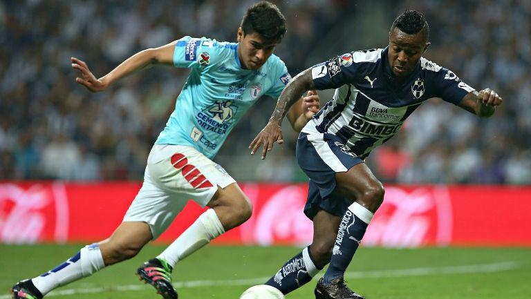 Pabón y Gutiérrez disputando el balón en la Final del C2016
