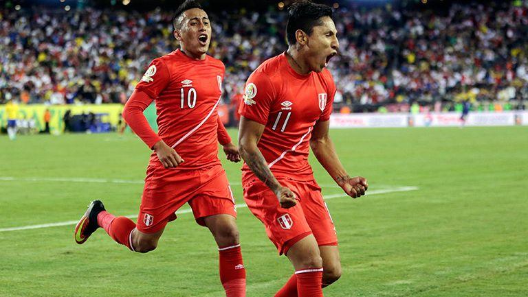 Ruidiaz festeja el gol contra Brasil