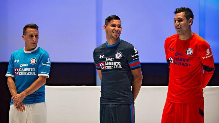 Los jugadores de Cruz Azul en la presentación del nuevo uniforme