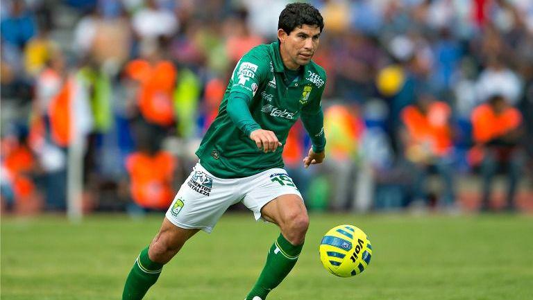 Jonny Magallón, durante un partido con León en 2015