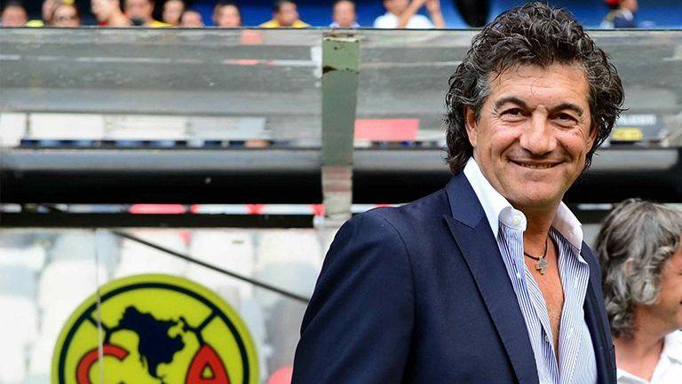 Ruben Omar Romano, en la banca del Estadio Azteca