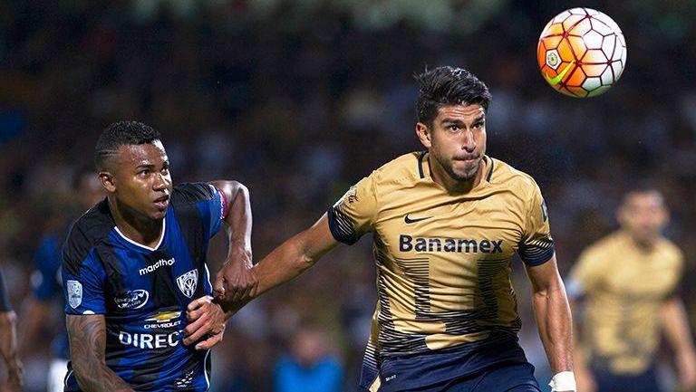 Herrera busca el balón en juego contra Independiente del Valle