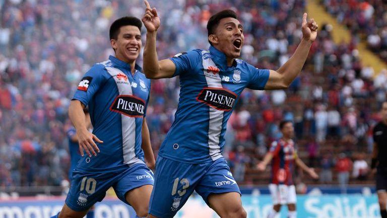 Ángel Mena celebra un gol con Emelec
