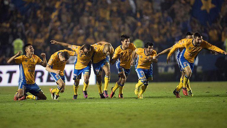 Los jugadores de Tigres estallan en júbilo tras ganar en la tanda de penaltis