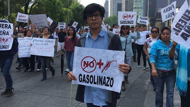 """Capitalinos piden alto a los gasolinazos y gritan """"fuera Peña"""""""