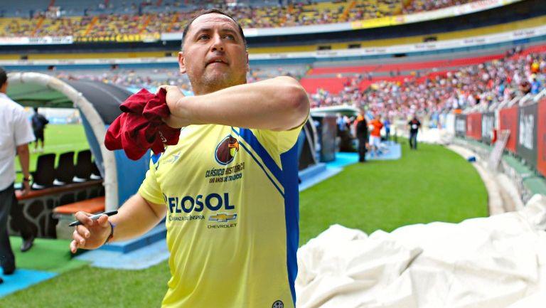 Germán Villa después del juego de futbolistas históricos