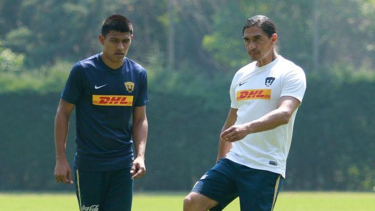 Francisco Palencia y Jesús Gallardo en un entrenamiento de Pumas