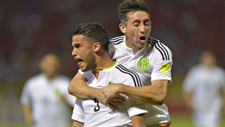 Diego Reyes festeja su gol contra Trinidad y Tobago