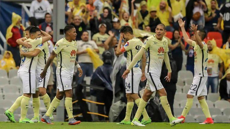 Los jugadores del América celebran el triunfo frente al Querétaro