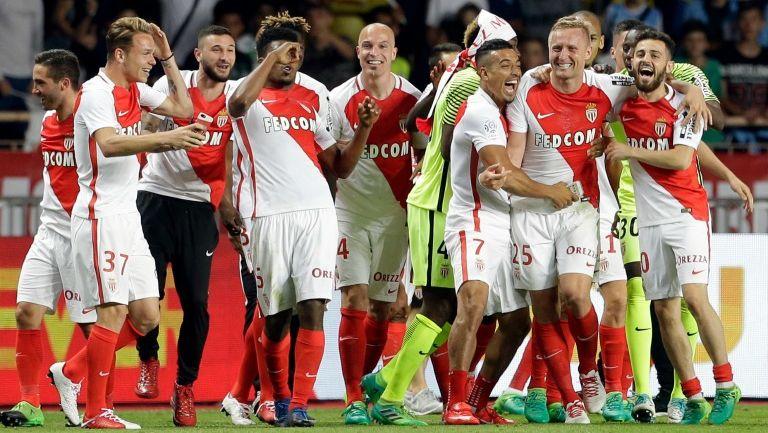 Jugadores del Mónaco celebran el título de Francia