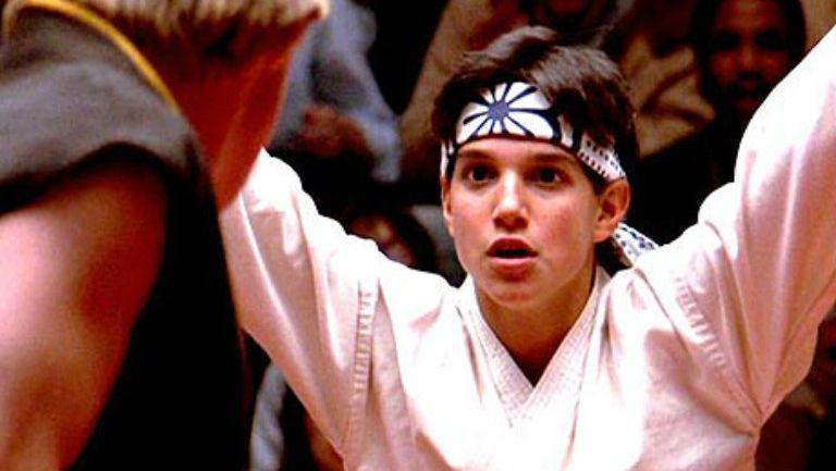 Imagen de la película donde Daniel LaRusso combate en una batalla