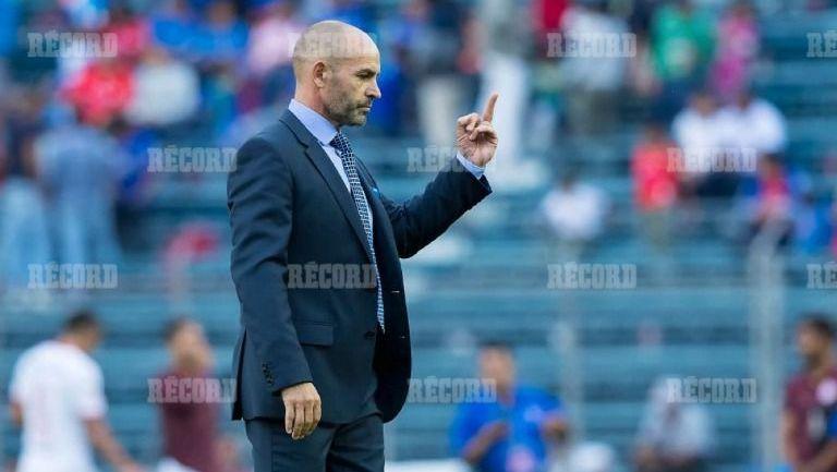 Jémez 'pinta el dedo' tras el juego contra Toluca