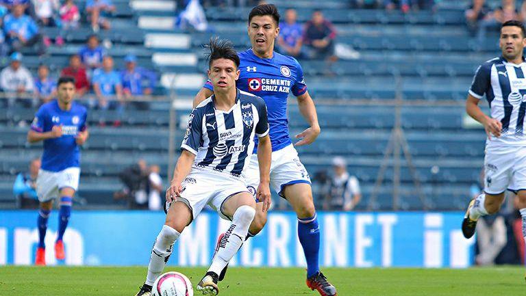 Jonathan González en el partido contra Cruz Azul