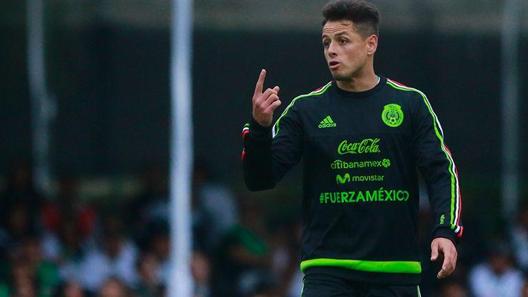 Javier Hernández en un entrenamiento del Tri