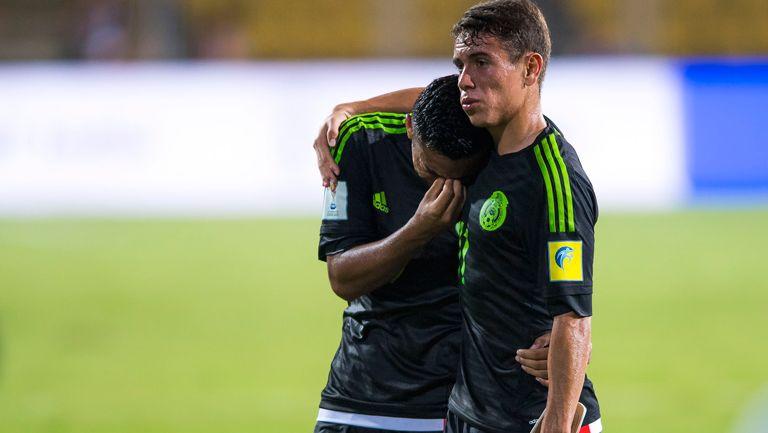 Jugadores aztecas lloran tras la eliminación del Mundial Sub 17