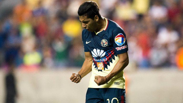 Cecilio Dominguez festeja un gol con América en pretemporada
