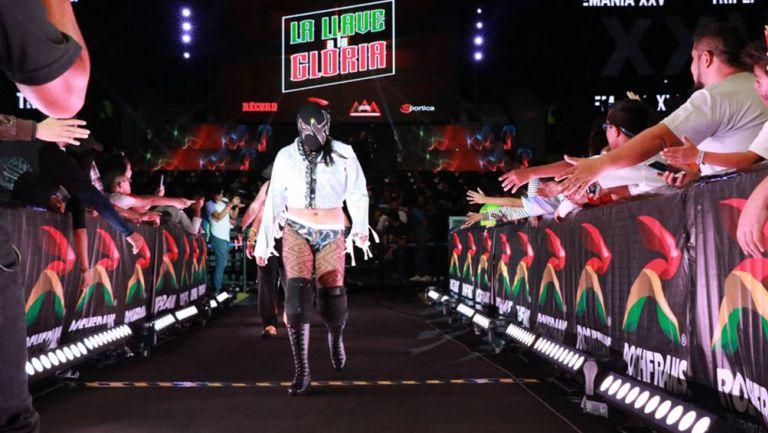 Una luchadora entra en el torneo La Llave a la Gloria