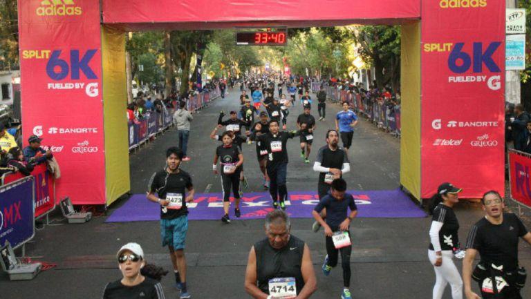 Corredores cruzan línea de meta del Split 6 k de Adidas del año pasado